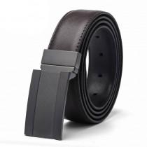 Tamsiai rudos-juodos spalvos dvipusis vyriškas diržas iš odos su dekoruota sagtimi