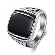 Vyriškas nerūdijančio plieno žiedas su juodu akmenuku