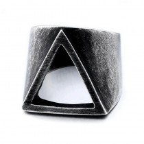 Masyvus vyriškas žiedas su išpjautu trikampiu