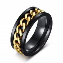 Stilingas juodas žiedas vyrui su aukso spalvos grandinėle