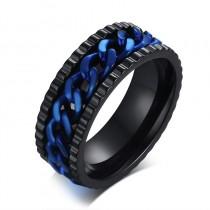 Vyriškas žiedas su mėlyna grandinėle ir grublėtu paviršiumi išorėje
